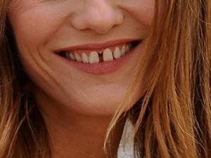 2245799-a-qui-est-ce-sourire-avec-les-dents-du-bonheur